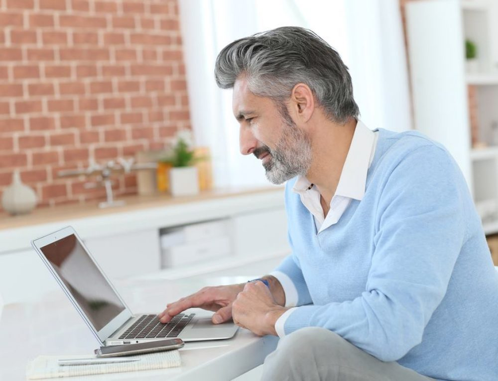 How to Master Online Dating When You're a Man Over 40